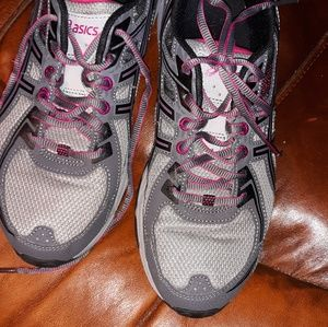 Shoes - ASICS gel like new ladies sneakers